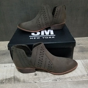NIB - SM New York for Sears - Olive Booties - 9.5